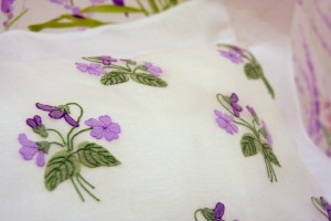 Bed linen: sheets with painted flowers