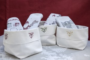 "bread basket ""Stelle"" cotton embroidered, Ekelund Christmas tea towels"