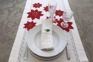 Poinsetiae di lino ricamate a mano, runner e tovaglioli di lino bianco con a jour a mano, portatovagliolo della serie Christmas,lino ricamato a mano