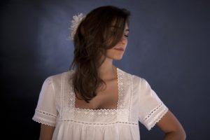 """Camicia da notte """"Chiara"""": batista bianca Sangallo e piccoli tramezzi di macramè in trasparenza"""